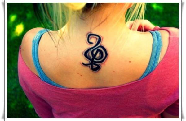 Amazing Hakuna Matata Tattoo On Neck