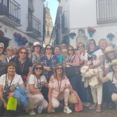 Visita Dones de la Casa del Mar a la Calleja de las Flores