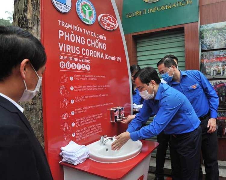 Trạm rửa tay dã chiến cũng là một hoạt động ý nghĩa khác của Thành đoàn Hà Nội.