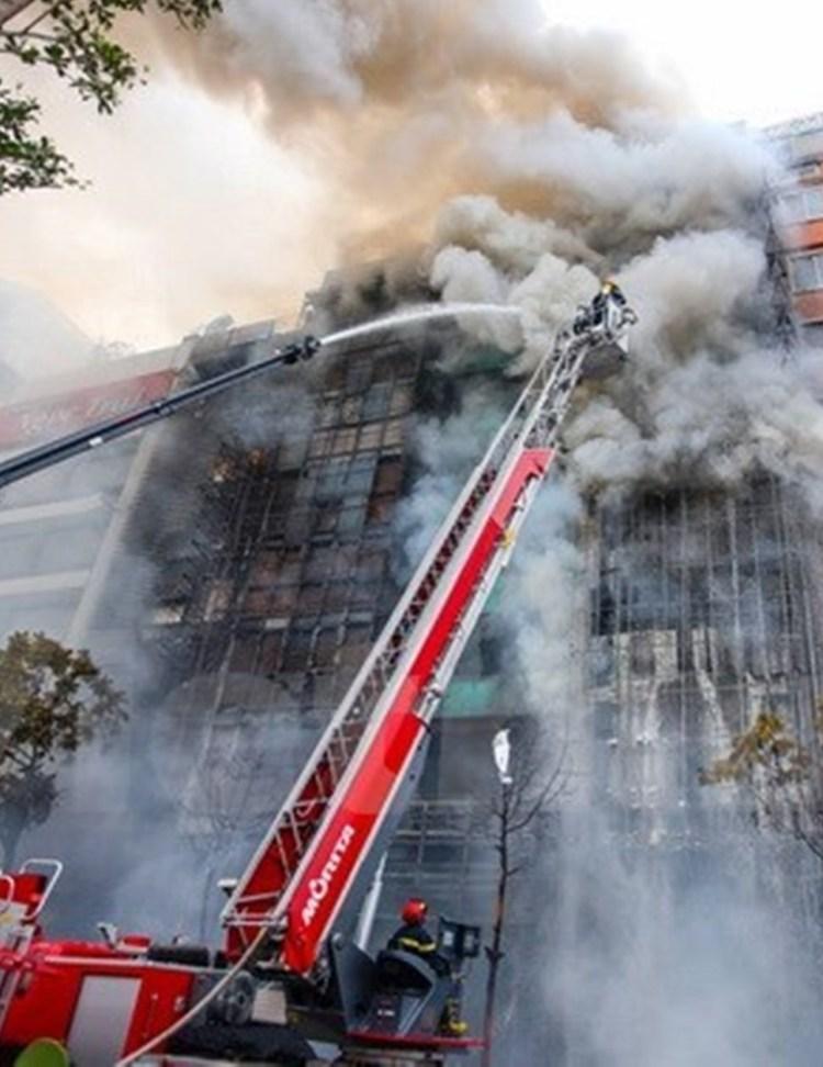 Hiện trường vụ cháy quán Karaoke 68 Trần Thái Tông (Cầu Giấy, Hà Nội), khiến 13 người chết. (Ảnh: Minh Sơn/Vietnam+)