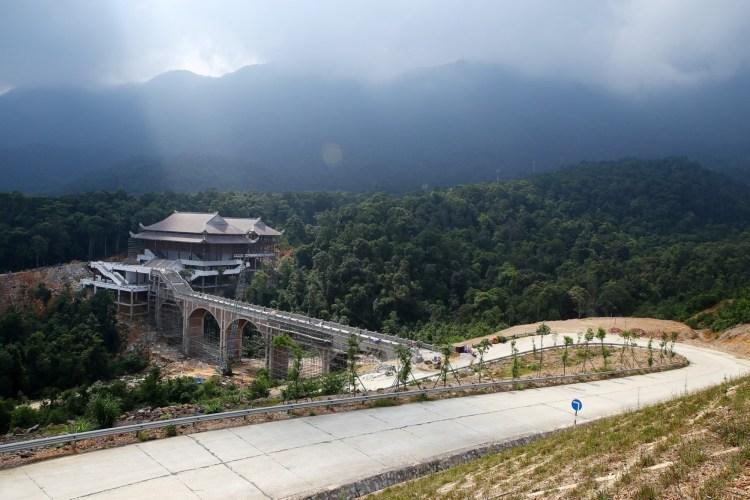 Hạng mục cáp treo thuộc Dự án khu du lịch tâm linh–sinh thái Tây Yên Tử, tỉnh Bắc Giang. (Nguồn ảnh: TTXVN)