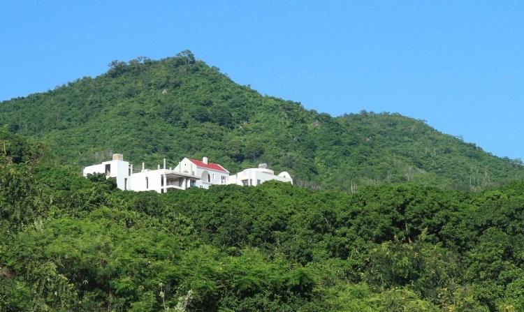 Dự án khu biệt thự Đường Đệ xây dựng trên khu vực núi Cô Tiên, phường Vĩnh Hoà, thành phố Nha Trang, tỉnh Khánh Hòa. (Nguồn ảnh: TTXVN)