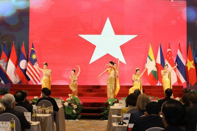 A dancing performance at the AIPA 41 opening ceremony (Photo: VNA)