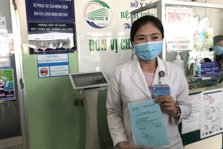 La médicaDu Le Thanh Xuan, primera persona inyectada en la región sureña de Vietnam (Foto: https://hanoimoi.com.vn)