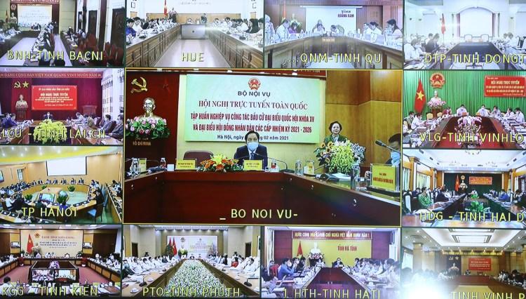 El 25 de febrero de 2021, en Hanoi, el Ministerio del Interior celebra una conferencia virtualsobre la capacitaciónprofesional a favor de las eleccionesde diputados de laAsamblea Nacional de la XV Legislatura y de miembros de los consejos populares de todos los niveles para el período 2021-2026 (Foto: VNA)