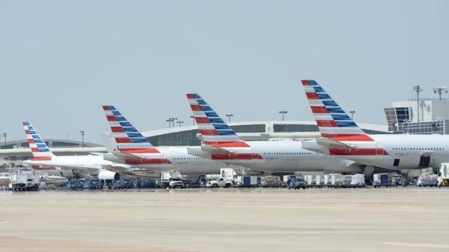 American Airlines First Officer Dies During Flight