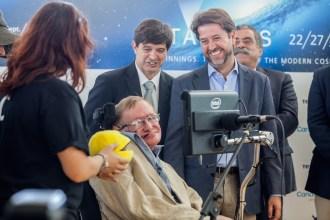 Stephen Hawking a su llegada a Tenerife