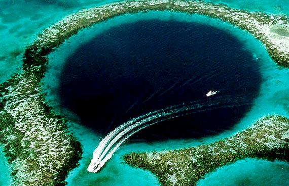 O Buraco de Belize por U.S Geological Survey