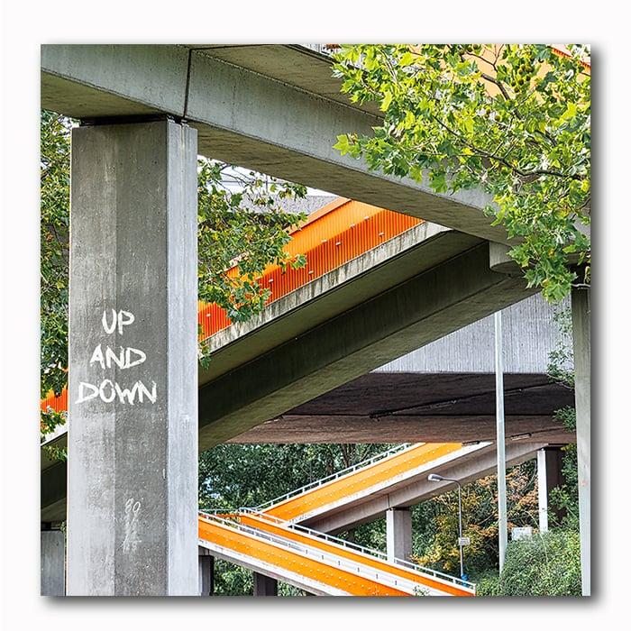 Up and Down Wege Brücke
