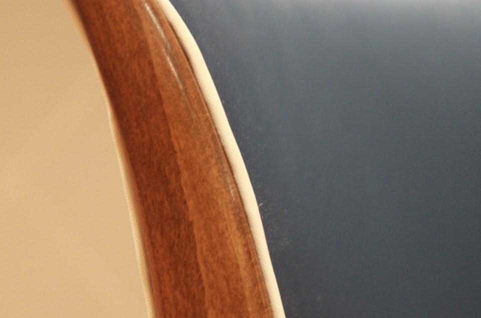 Faux cuir indigo et passepoil crème pour six chaises Art Deco
