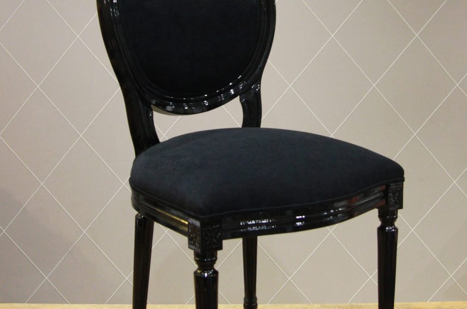 Chaise médaillon style Louis XVI