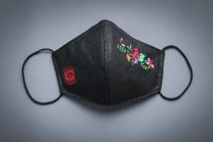 Mascarilla Atelier Rima negra flores tnt