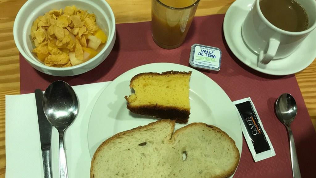 カミーノ El Palo de Avellano Hostel 朝食