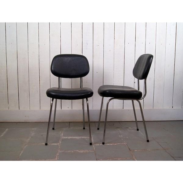 chaises-noires-skai-1