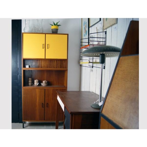 armoire-portes-jaunes