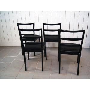 4-chaises-noires-2