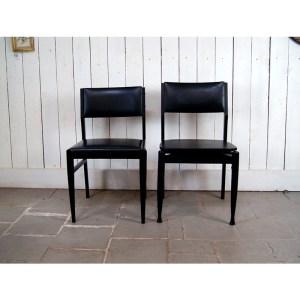 6-chaises-noires-1