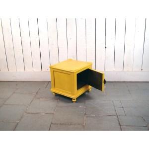 table-nuit-jaune-1