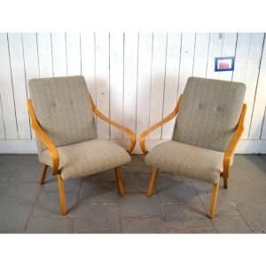 paire-fauteuil-tissu-clair-courbés-5