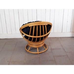 fauteuil-tournant-rotin-coussin-noir-1