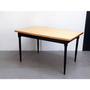 table-rallonges-blond-pied-noir-2