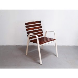 4-chaises-ext-blanches-4
