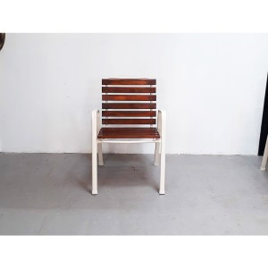 4-chaises-ext-blanches-5