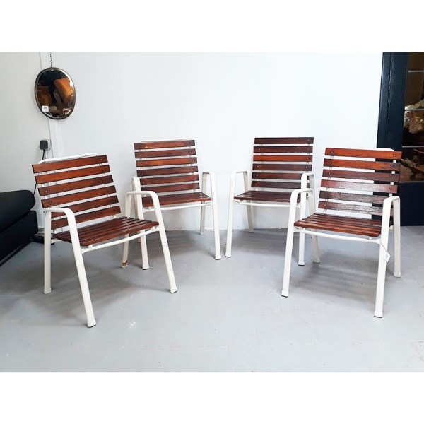 4-chaises-ext-blanches-6