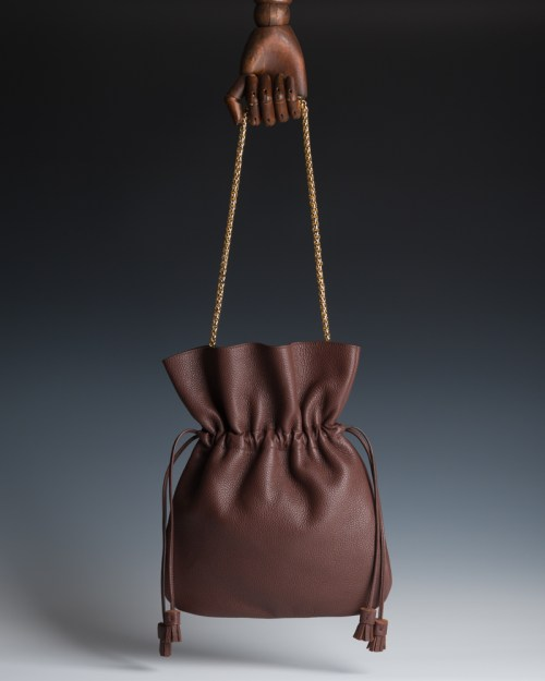 Atelier de Corium - Caramella in Chocolate hanging