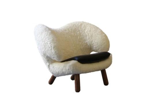 Fauteuil Pelican en peau de mouton, designer Finn Juhl