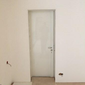 Blindage fourreau conserve la porte d'origine, spécial copropriété, vue de l'intérieur - en chantier - large choix de coloris (gamme RAL)