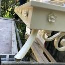 Détails chéneau acier sur volute forgée