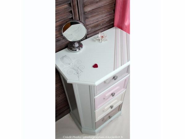 meuble-chevet-couleur-pastel-chambre-peint-main-1
