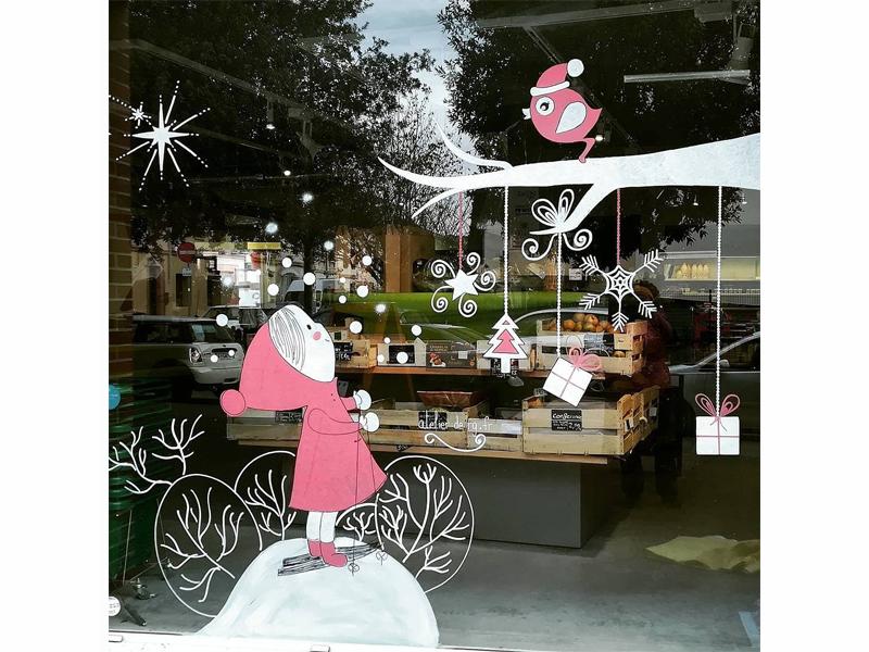 noel-2017-decoration-murale-enfant-vitrine-nature-bonhomme-neige-cadeau-1