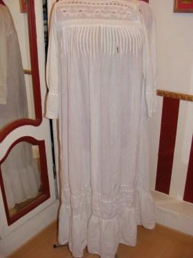 Une vieille chemise de nuit de Past Of Time qui va être reconverti pour faire du Belle Epoque