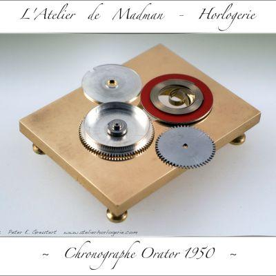 Les pièces constituant le barillet, avec le nouveau ressort encore enroulé dans son anneau de maintien.