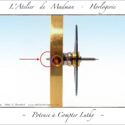 Vue transversale sur le balancier. A gauche le pivot cassé, à droite le pivot entier.