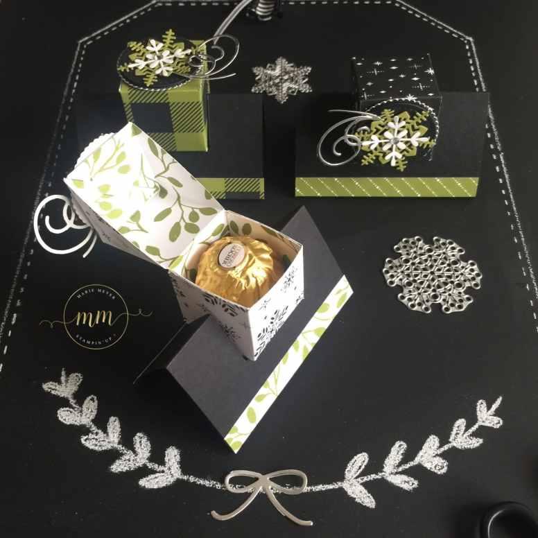 Boîte Ferrero Jolies Fêtes avec son tutoriel, papier de la série Design Jolies Fêtes, Thinlits Flocons virevoltants, Thinlits Superpositions de saison, Framelits Formes à coudres, Framelits Pyramide de cercles par Marie Meyer Stampin up - http://ateliers-scrapbooking.fr/ - Ferrero Box Merry Little Christmas tutorial, Merry Little Christmas Designer Series Paper, Swirly Snowflakes Thinlits, Seasonal Layers Thinlits, Stitched Shapes Framelits, Layering Circle Framelits Ferrero Box Frohes Fest Anteilung, Designerpapier Frohes Fest, Thinlits Formen Flockenreigen, Thinlits Aus jeder Jahreszeit, Framelits Stickmuster, Framelits Lagenweise Kreise