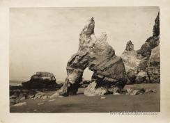 Portimão«Praia da Rocha»Fotografia Original do Concurso Fotográfico de «Motivos Algarvios» Casa do Algarve - Lisboa - 1955 (38cm x 28cm) «€50.00»