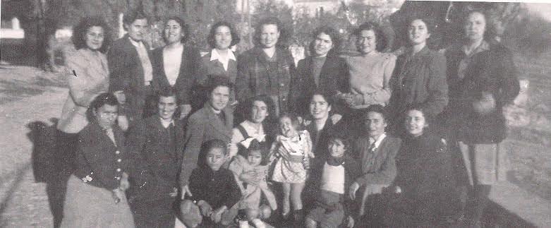 Στην αυλή του στρατώνα Χίου. Φθινόπωρο 1948