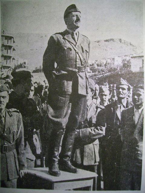 Ο στρατηγός Στ. Σαράφης μιλάει στους μαχητές του ΕΛΑΣ στη Λαμία