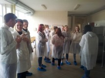 """Maisto technologijos katedroje viešėjo Paberžės """"Verdenės"""" gimnazijos moksleiviai"""