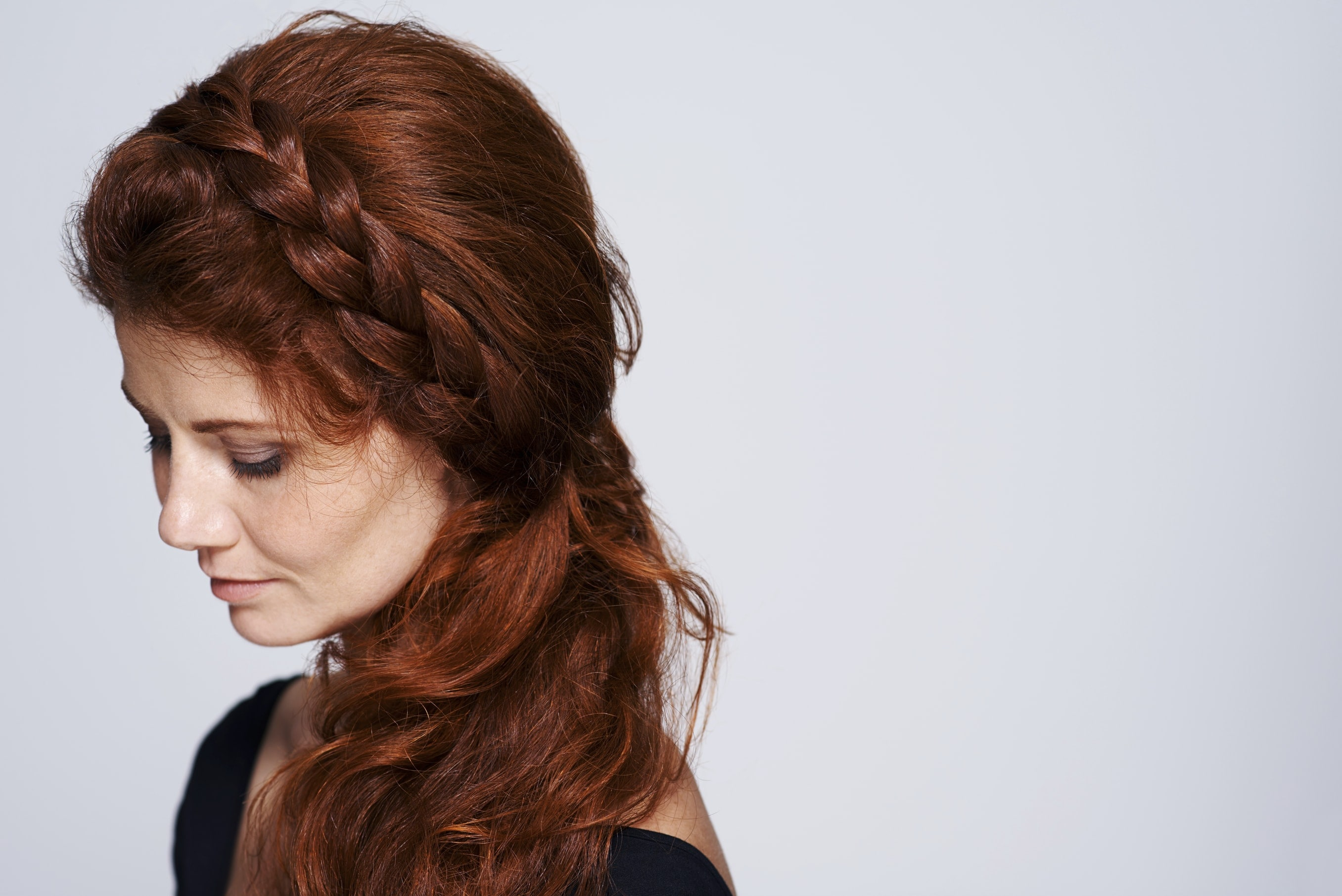 23 Curly Prom Hairstyles To Make It A Night To Remember