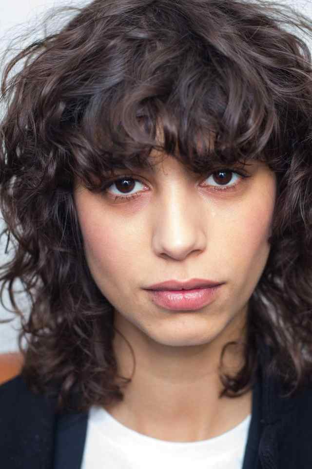 curly hairstyles for thin hair: 5 easy, chic looks to try