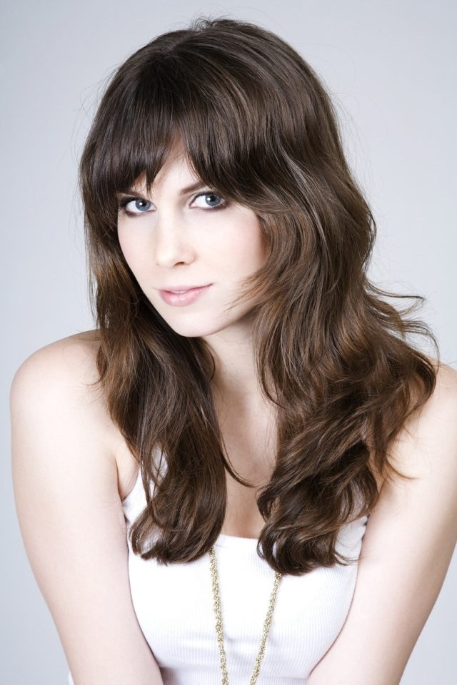wavy hair with bangs: easy and stylish hairstyle ideas to