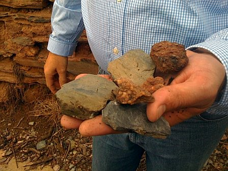 yes, they're referring to rocks as soil - the famous slate of the Mosel