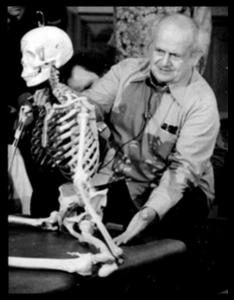 Moshe Feldenkrais developed the Feldenkrais method, which FitOldDog really admires because it is so effective. From: http://goo.gl/XIT8f