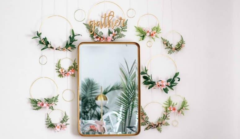 DIY Spring Wreath Backdrop