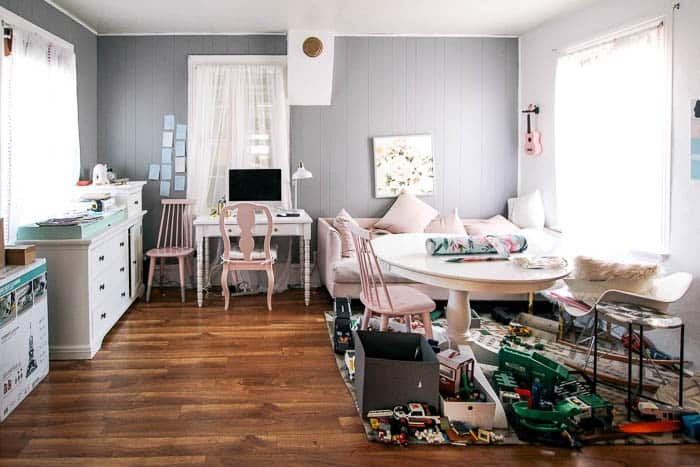 office refresh on a budget. Is your home office design lacking? Mine was too- here's some inspiration for how I made me decor more chic, pink, and modern. Ideas for making your desk pretty and efficient. Plus toy organization ideas