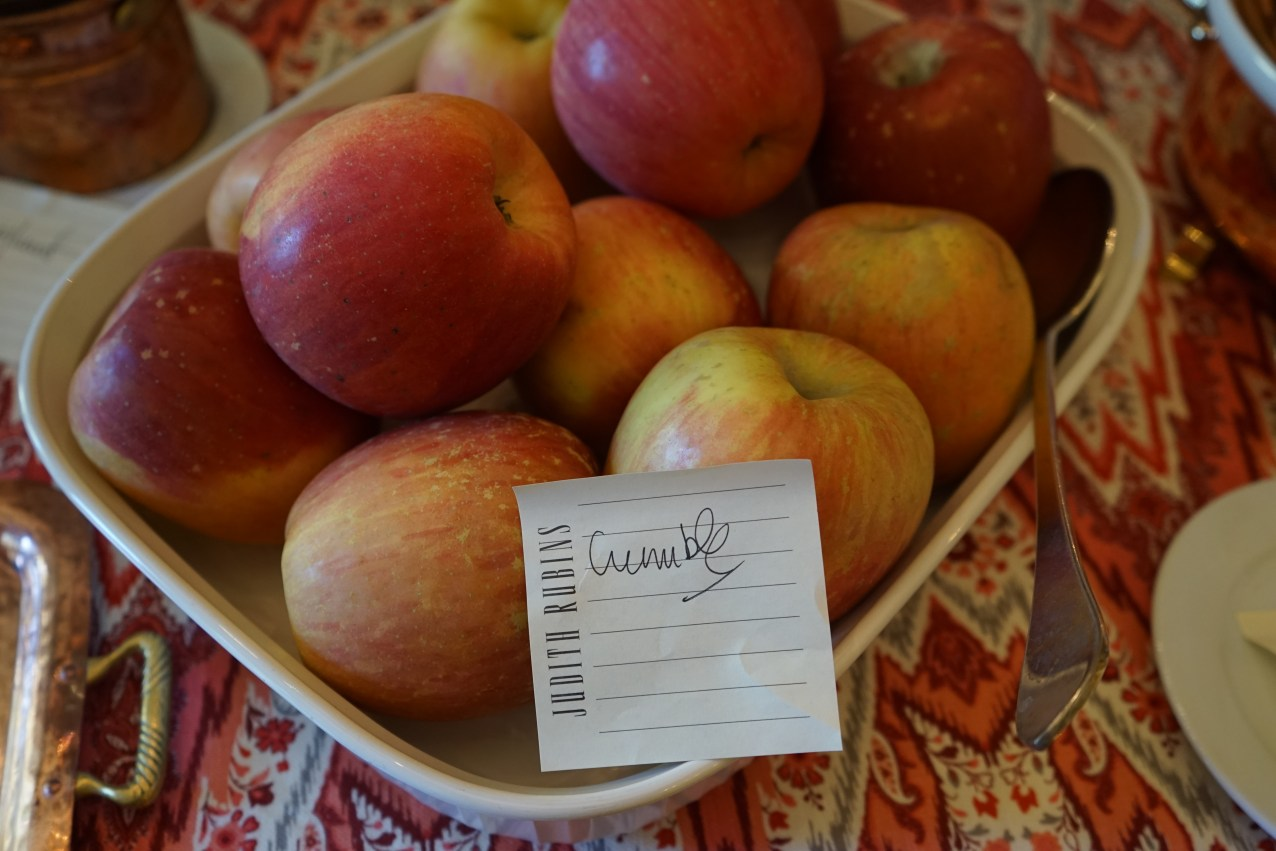 Use 8-10 lbs apples, peeled, cored and cut in chunks for the Apple Crumble.